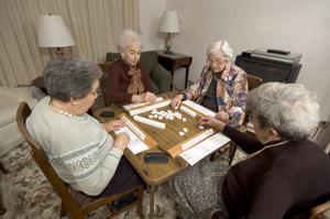 Sociální příjmy domácností díky důchodům rostly