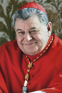 Mons. ThLic. kardinál Dominik Duka OP Vlastním jménem Jaroslav Duka vystudoval Cyrilometodějskou bohosloveckou fakultu vLitoměřicích avčervnu 1970 byl kardinálem Štěpánem Trochtou vysvěcen na kněze. Roku 1975 mu byl odňat státní souhlas kvýkonu duchovenské činnosti. Až do roku 1989 pracoval jako rýsovač vtovárně Škoda-Plzeň. Zároveň byl do roku 1986 vikářem provinciála avletech 1976–1981 magistrem kleriků. Vroce 1979 získal licenciát teologie na Papežské teologické fakultě sv. Jana Křtitele ve Varšavě. Vletech 1981–1982 byl uvězněn vPlzni-Borech. Vletech 1986–1998 působil jako provinciál Československé dominikánské provincie. Vyučoval na Cyrilometodějské teologické fakultě Univerzity Palackého vOlomouci, vykonával úřad předsedy Konference vyšších řeholních představených (KVŘP), byl členem Unie evropských KVŘP ačlenem Akreditační komise při vládě ČR. Včervnu 1998 byl jmenován sídelním biskupem královéhradeckým avzáří téhož roku přijal biskupské svěcení. Vlistopadu 2004 byl jmenován apoštolským administrátorem litoměřické diecéze. Vletech 2000–2004 zastával funkci místopředsedy České biskupské konference. Vroce 2001 byl vyznamenán prezidentem republiky Medailí I. stupně za zásluhy oČeskou republiku. Včervnu 2003 mu byl udělen ministrem obrany České republiky Záslužný kříž II. stupně. Vroce 2010 byl jmenován arcibiskupem pražským aprimasem českým, vlednu 2012 ho papež Benedikt XVI. jmenoval kardinálem.