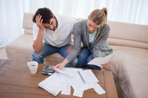 Domácnosti vycházejí se svými příjmy lépe