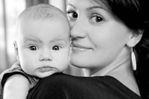 Vícečetných porodů je již méně