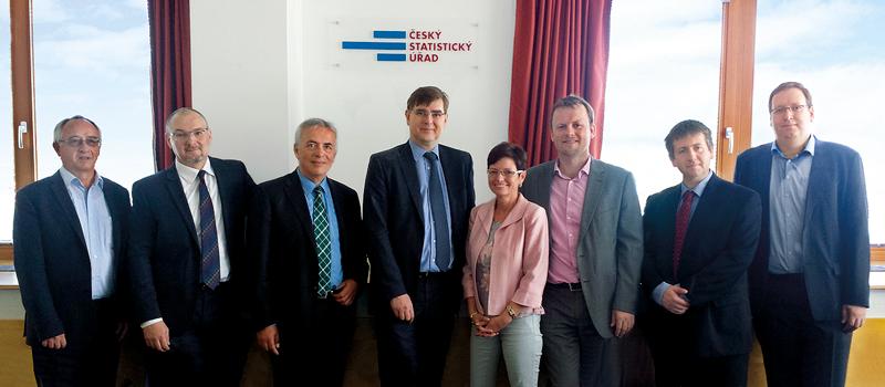 Iva Ritschelová, předsedkyně ČSÚ, se zástupci ČNB a ČSÚ