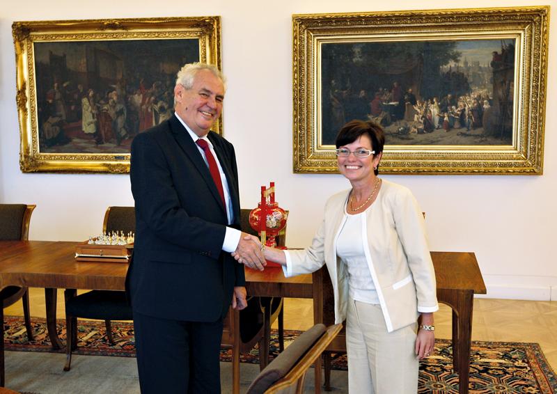 Prezident republiky Miloš Zeman s předsedkyní ČSÚ Ivou Ritschelovou