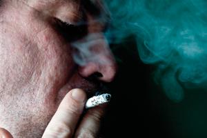 Muži více kouří, mají nadváhu aumírají dříve
