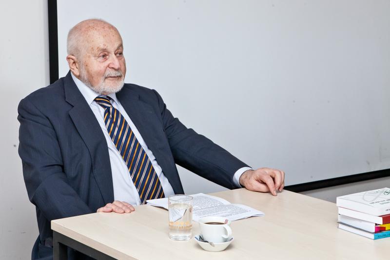 František Janouch se vpřednášce zaměřil na řadu důležitých momentů, které formovaly jeho profesní kariéru.