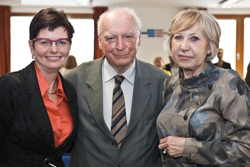 Iva Ritschelová, Edvard Outrata, Marie Bohatá.