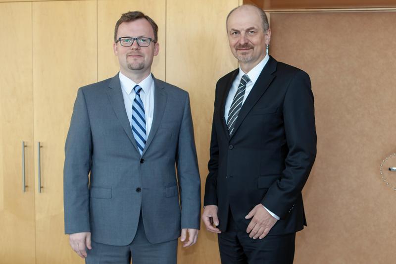 Stálý představitel ČR při OECD Petr Gandalovič řeší dopady digitalizace nastatistiku.