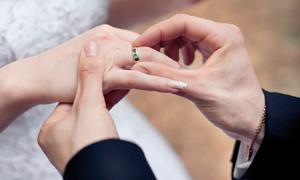 Téměř třetina snoubenců vmanželství už žila
