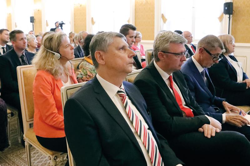 Vauditoriu pozorně naslouchá také místopředseda ČSÚ Jaroslav Sixta