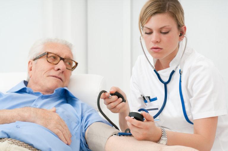 Češi si na zdravotní péči připlácejí vprůměru více než 5 tisíc ročně
