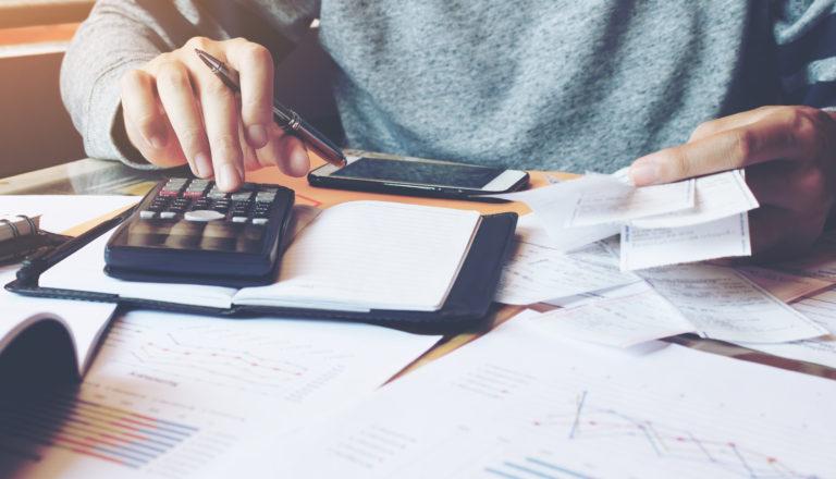 Domácnosti se zadlužují zejména kvůli bydlení