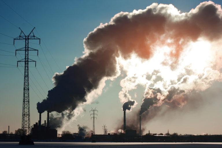 Znečišťování ovzduší průmyslem se v Evropě snižuje