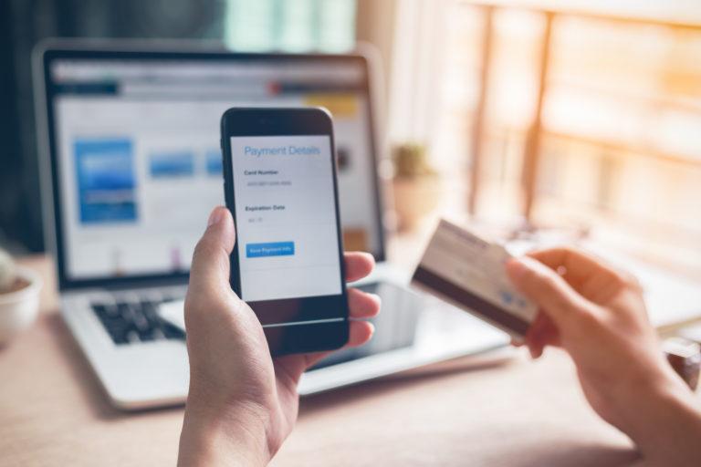 Koronavirus přinesl rekordní tržby a nové příležitosti e-shopům