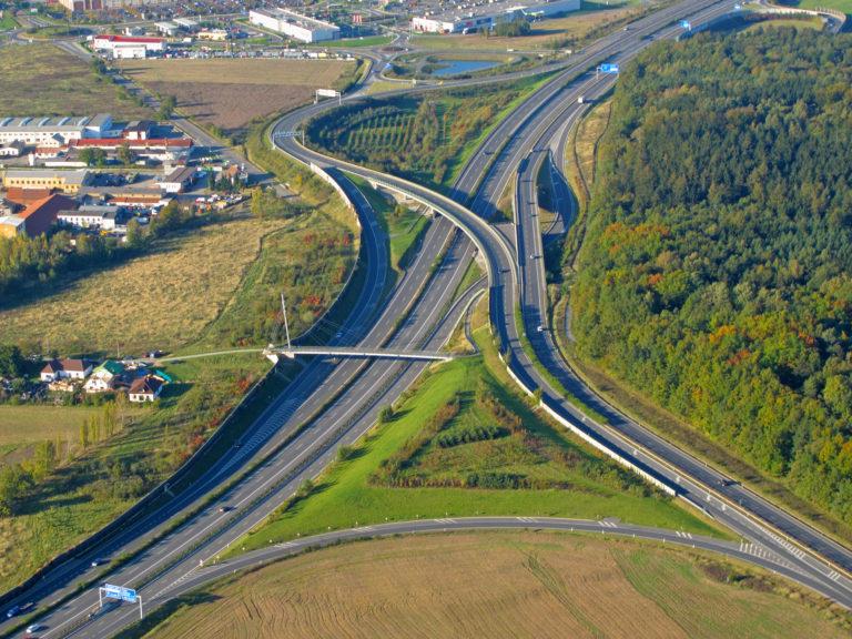 Mezi evropské oblasti s nejhustší dálniční sítí patří i Praha
