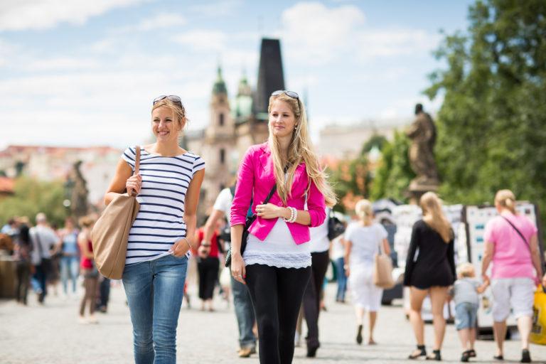 Praha mládne i stárne zároveň