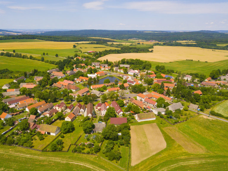 Vylidňují se v Česku malé obce?