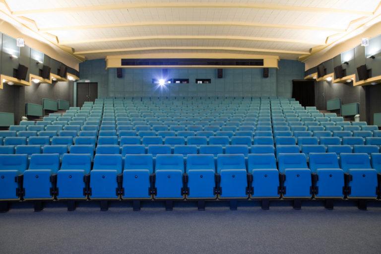 Návštěvnost kin klesla o miliony