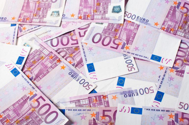 Růst spotřebitelských cen v EU prudce zpomalil