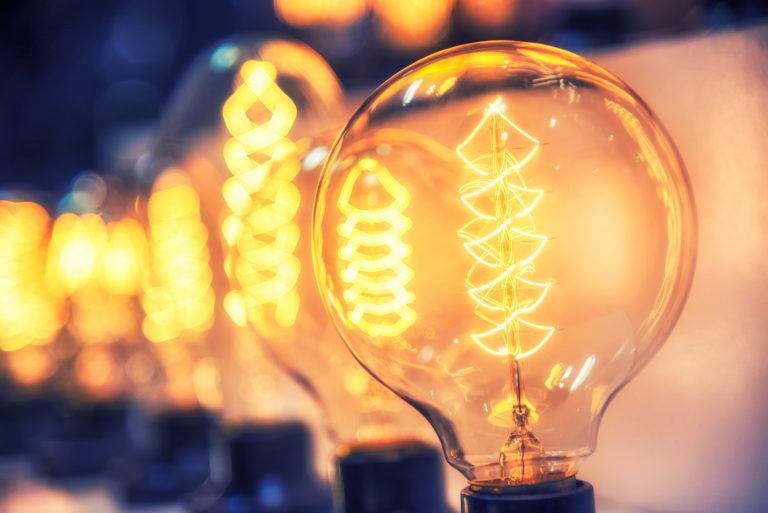 Hluboký pokles spotřeby elektřiny z loňského jara se již neopakoval