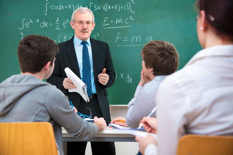 Učitelé vydělávají skoro o 60 % víc než v roce 2015