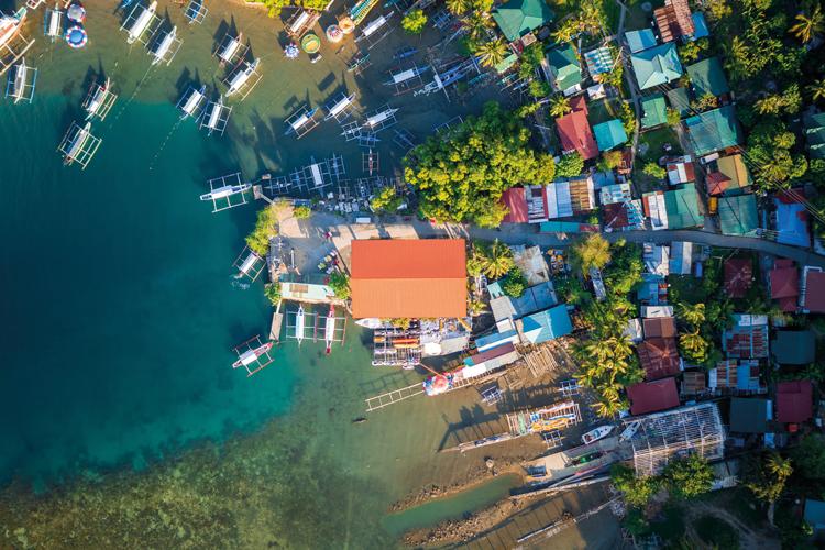 Střecha z pálených tašek je na Filipínách vzácnost
